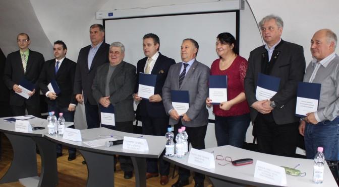 Zece organizaţii patronale şi asociaţii profesionale, semnatare ale unui parteneriat iniţiat de Federatia Patronilor Bihor, membru fondator UNPR